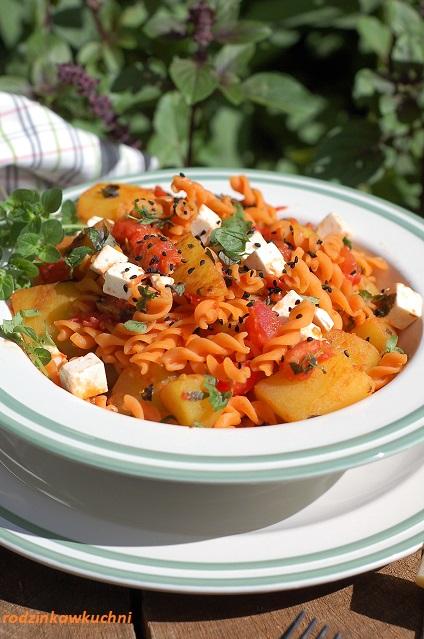 makaron z pomidorami, cukinią i fetą_makaron z warzywami_danie błyskawiczne_szybki obiad