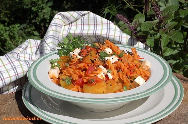 makaron z pomidorami, cukinią i fetą_makaron z warzywami_szybki obiad_błyskawiczne danie