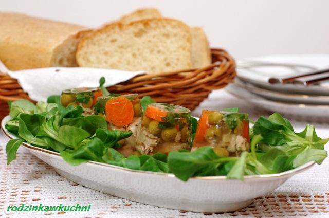 Miniaturowe galaretki z kurczaka_przekąski na jeden kęs_mięso w galarecie_finger food_dania na karnawał_śniadanie Wielkanocne