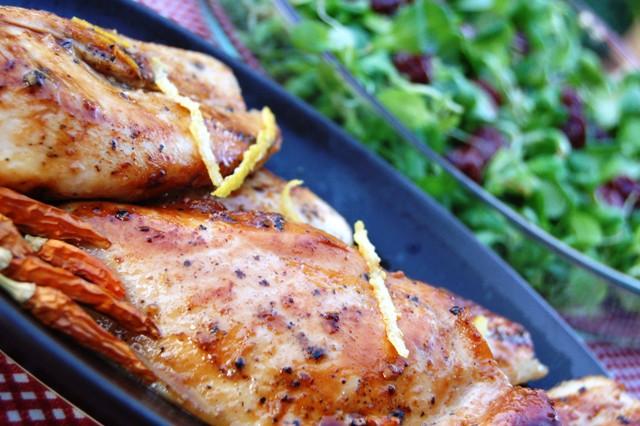 miodowy kurczak z roszponką_dania z drobiu_sałatka z marynowanymi owocami