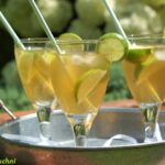 Mrożona herbata z syropem z kwiatów czarnego bzu i limonką