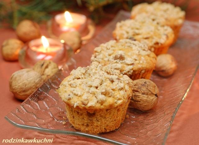 marchewkowe muffinki z żurawiną i orzechami_babeczki z bakaliami_warzywa w słodyczach_błyskawiczne wypieki