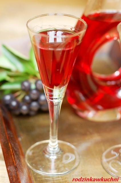 aroniówka, czyli nalewka z aronii_domowe przetwory_słodkie przetwory_domowy alkohol