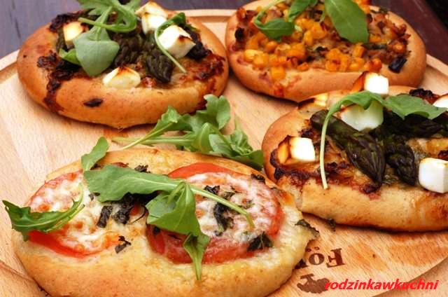 Pełnoziarniste minipizze_zdrowa pizza_kuchnia włoska|