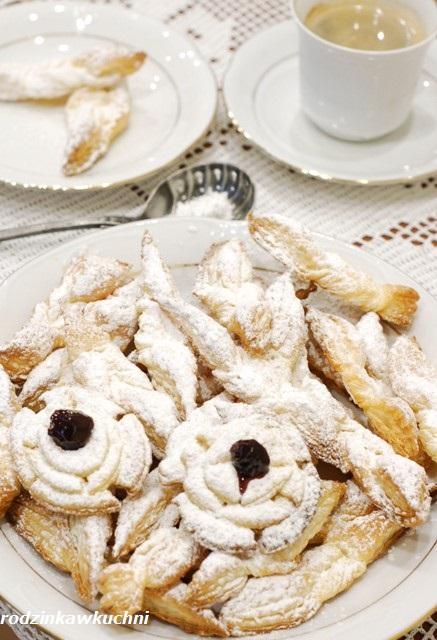 pieczone faworki_faworki błyskawiczne_faworki z ciasta francuskiego_chruściki