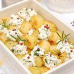 Pieczone ziemniaki z rozmarynem i wędzonym twarogiem