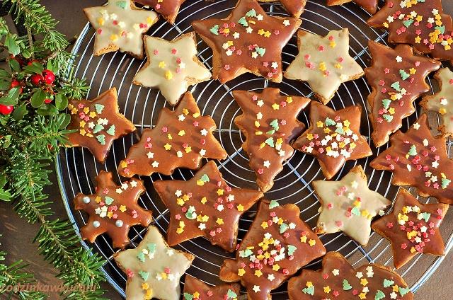 pierniczki III_ciastka korzenne_ciastka na Boże Narodzenie_pierniczki w polewie czekoladowej
