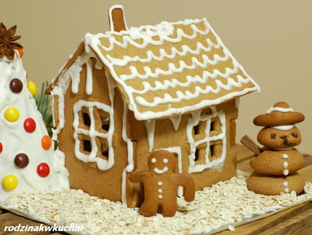 Chatka z piernika_zabawy kulinarne_domek z piernika_dania na Boże Narodzenie
