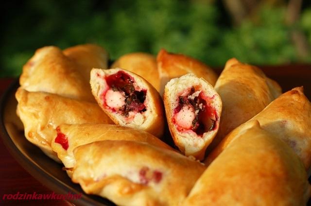 Pierogi pieczone z botwiną_pierogi drożdżowe_pierogi krucho-drożdżowe_pierogi wiosenne_danie na piknik