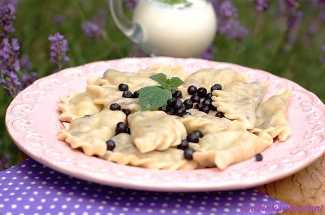 pierogi z jagodami_danie na lato_pierogi gotowane_pierogi z owocami_słodki obiad