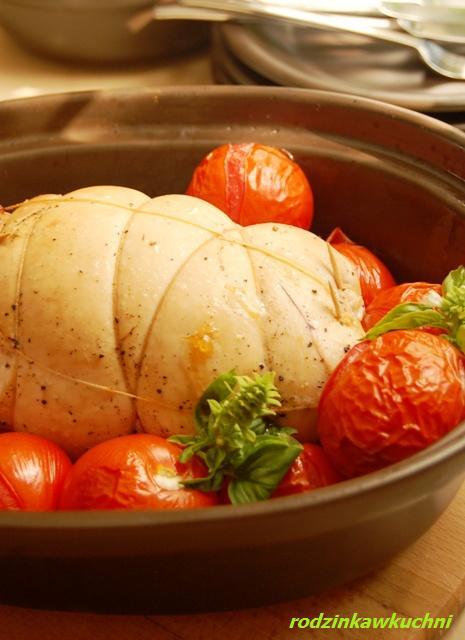 indyk faszerowany suszonymi pomidorami i bazylią_dania z drobiu_dania z pomidorami