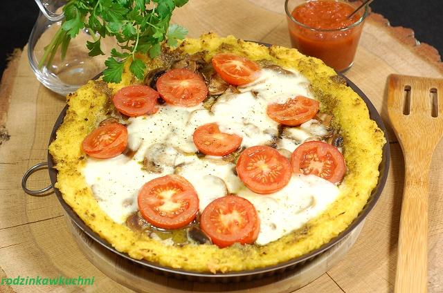pizza na spodzie z polenty_pizza bezglutenowa_kuchnia włoska_zapiekanka z kaszy kukurydzianej