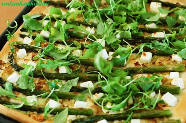 Pizza ze szparagami i rukolą_kuchnia włoska