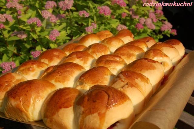 placek bułeczkowy z truskawkami_ciasto z owocami_ciasto drożdżowe_słodkie bułki