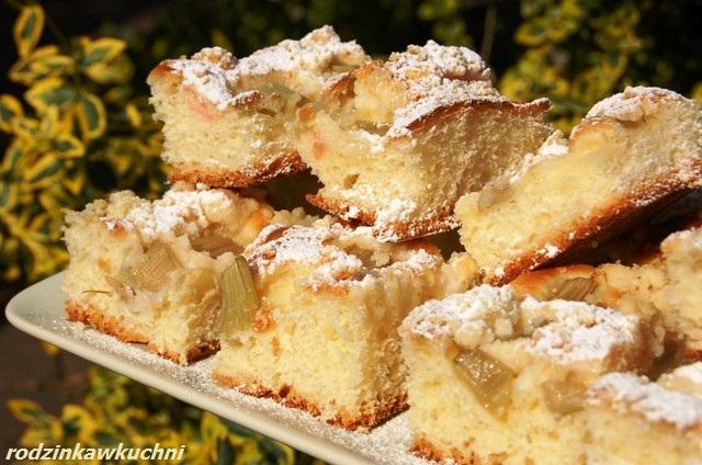 placek drożdżowy z rabarbarem i kruszonką_ciasto drożdżowe_drożdżówka_ciasto z owocami