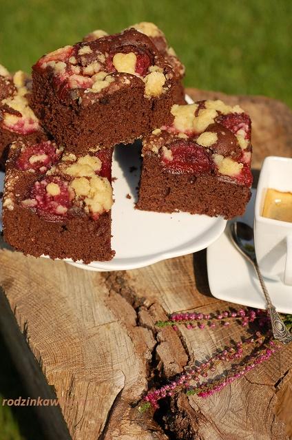 placek karaibski ze śliwkami i kruszonką_murzynek z owocami_ciasto czekoladowe_ciasto z owocami