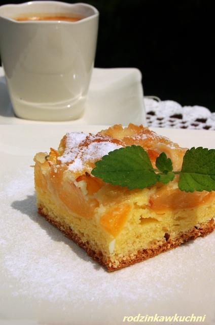 placek morelowo-marcepanowy_ciasto drożdżowe_ciasto z owocami_przepisy na lato
