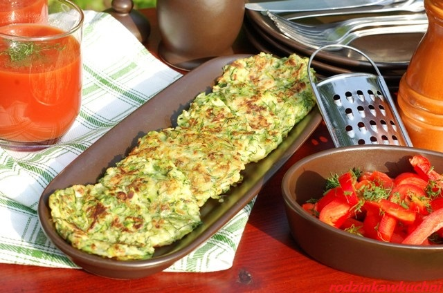 placki z cukinii i kaszy jaglanej_placki warzywne_placki z kaszy_danie wegetariańskie