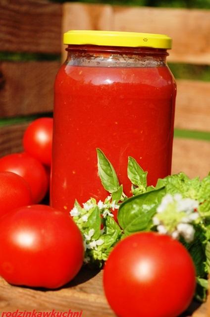 przecier pomidorowy na zimę z ziołami_przetwory z pomidorów_koncentrat pomidorowy