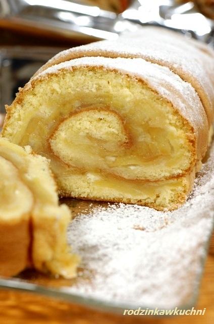 rolada biszkoptowa z pieczonymi jabłkami_jabłecznik_biszkopt z owocami_lekkie ciasta