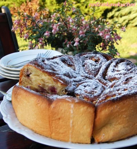 róża z twarogiem i borówkami_rolada drożdżowa_ciasto z owocami