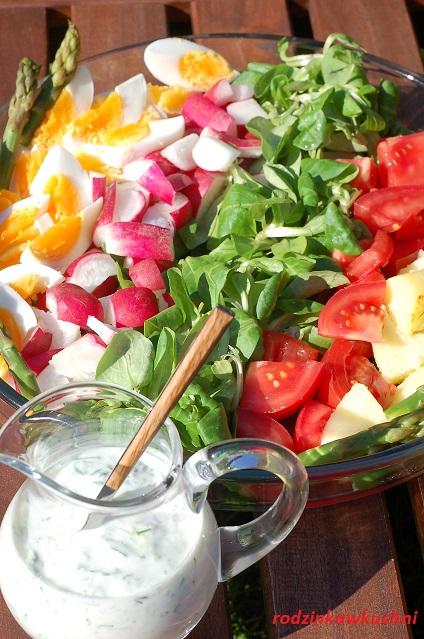 sałatka warstwowa ze szparagami_sałatka na grilla_dania dietetyczne