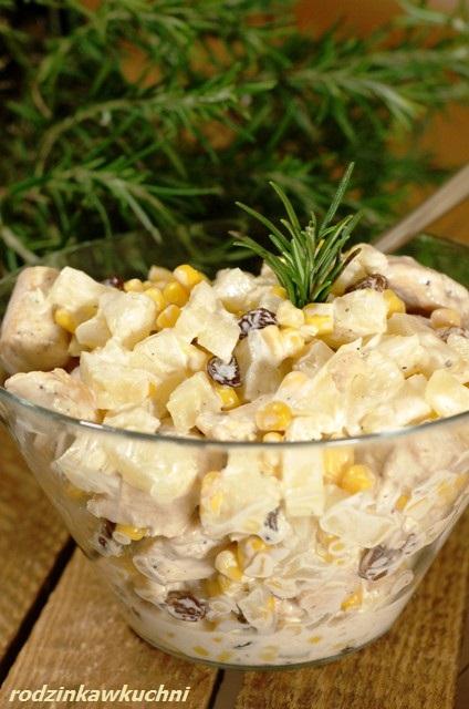sałatka z kurczakiem i ananasem_sałatka słodko-słona_saładka z miesem_dania karnawałowe