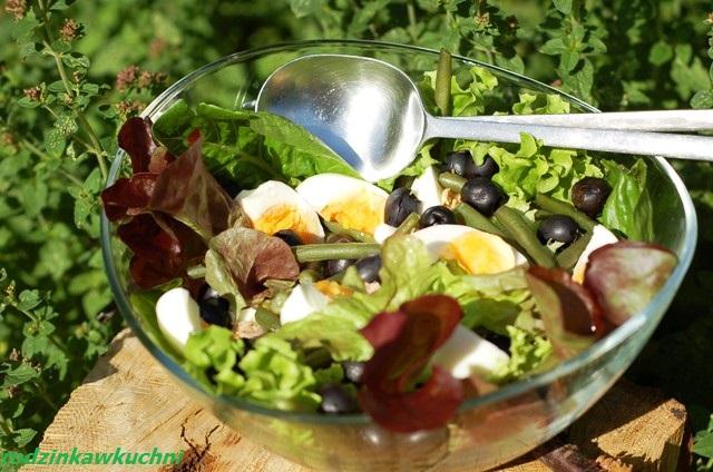sałatka z tuńczykiem i zieloną fasolą szparagową_lekki obiad_danie na kolację_ryba w sałatce