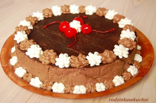 kremowy czekoladowy sernik_sernik na zimno_ciasto czekoladowe_ciasto z owocami_ciasto bez pieczenia