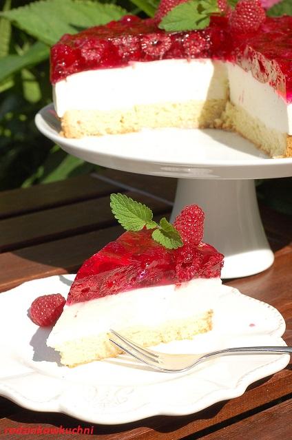 sernik na zimno na serkach homogeniozwanych_sernik bez pieczenia_sernik z galaretką_ciasto na zimno_ciasto z malinami