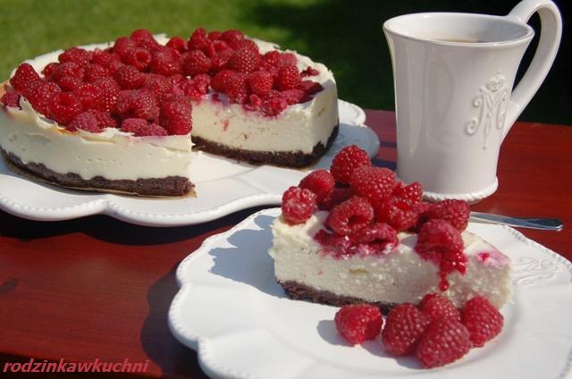 sernik z białą czekoladą i malinami_serniki_ciasta z owocami_ciasta z czekoladą