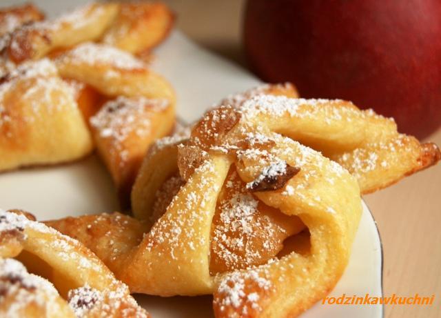 wiatraczki serowe z morelami_ciasteczka z owocami_ciasto półfrancuskie