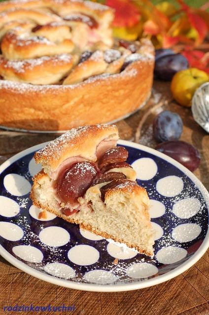 ciasto ślimak z ciasta drożdżowego ze śliwkami_ciasto amonit ze śliwkami_drożdżówka ze śliwkami_placek ze śliwkami