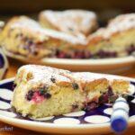 Szwedzkie ciasto z jagodami i rabarbarem (błyskawiczne)