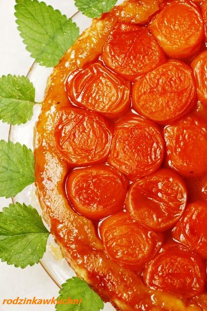 tarta Tatin z morelami_tarta z owocami_tarta odwrócona_Kuchnia francuska