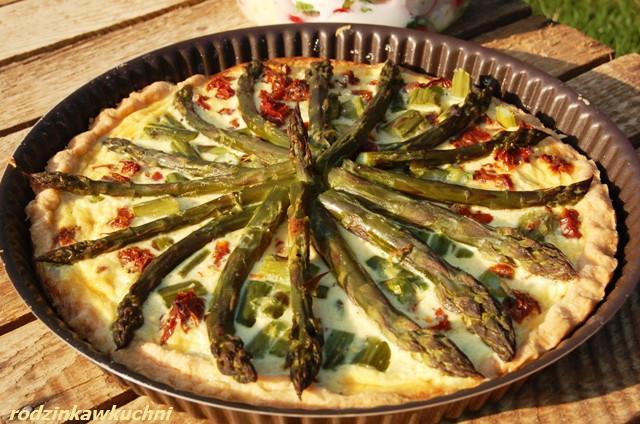 tarta ze szparagami_tarta wytrawna_danie wegetariańskie