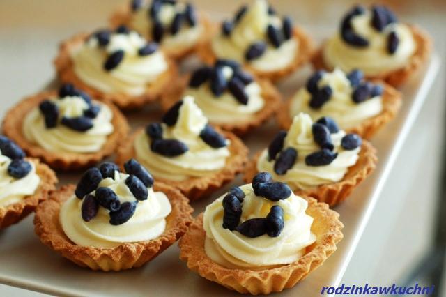 Tartaletki z jagodami kamczackimi_babeczki z kremem i owocami_finger food_przepisy na lato