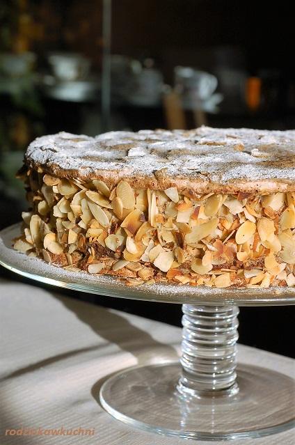 tort bawarski Agnes Bernauer_tort migdałowy z kremem kawowym_tort bezowy z kremem kawowym_tort makaronikowy