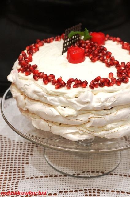 tort bezowy z granatami_tort bezowo-pomarańczowy z granatami_tort bezowy na zimę_tort bezglutenowy