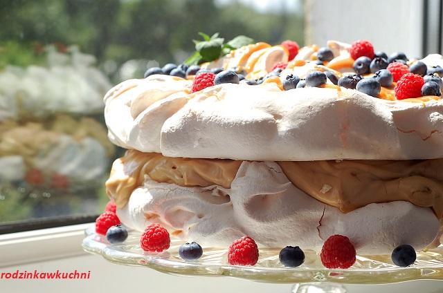 tort bezowy z kremem kajmakowym_tort bezowy z kremem krówkowym_tort bezowy z kremem mascarpone
