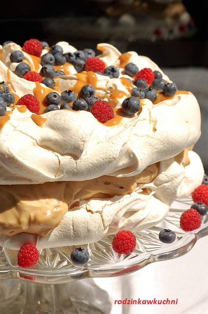 tort bezowy z kremem kajmakowym_tort bezowy z kajmakiem_tort bezowy z mascarpone