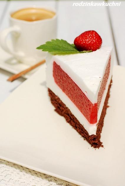 tort jogurtowo-truskawkowy_tort na lato_tort z musem truskawkowym_tort dietetyczny