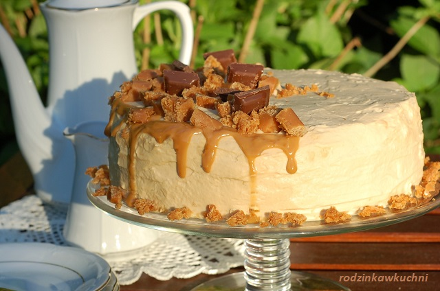 tort kajmakowy_tort na biszkopcie_tort z kremem kajmakowym i krówkami_tort z kremem mascarpone