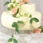 Tort piętrowy z kremem mascarpone i różą