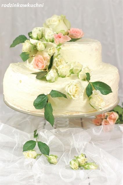 tort piętrowy z kremem mascarpone i różą_tort na specjalne okazje_tort na biszkopcie_tort śmietankowy