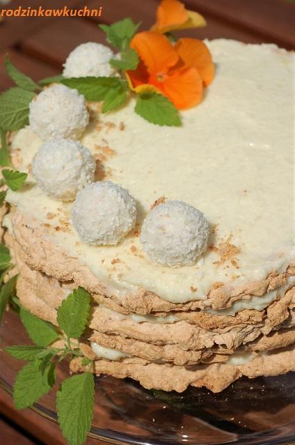 tort raffaello II_tort kokosowy_tort jak pralinki_tort na blatach migdałowych