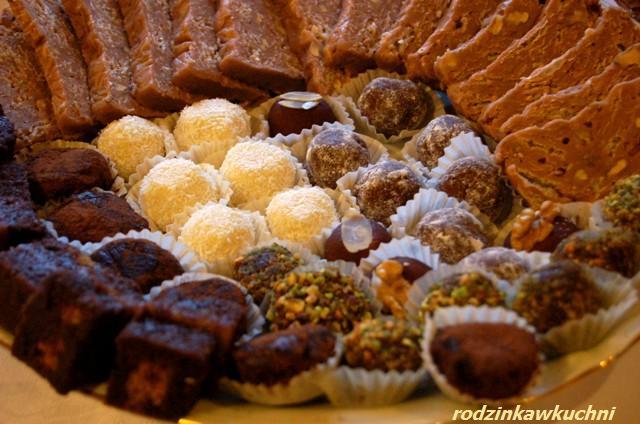 Półmisek trufli_małe słodkości_domowe czekoladki
