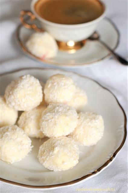 trufle z białej czekolady z różą_domowe trufle_domowe słodycze