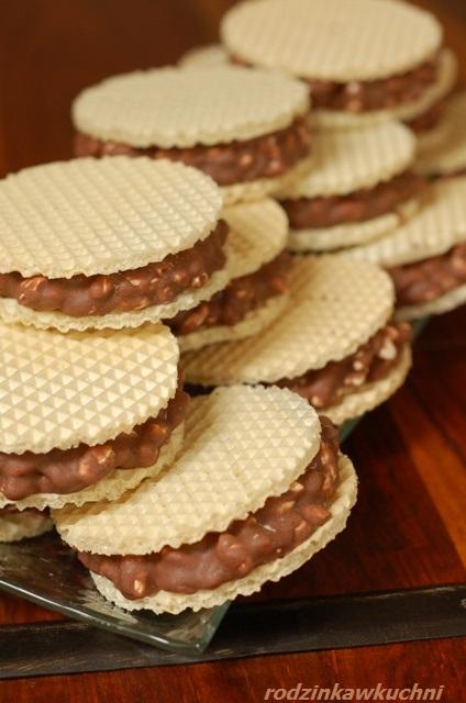 chrupiące wafelki_wafelki z preparowanym ryżem_wafelki kakaowe_wafelki domowe_ciasteczka bez pieczenia