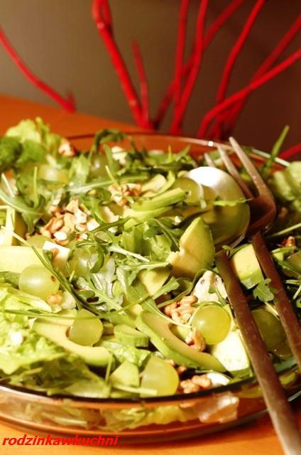 zielona sałatka z awokado_dania wegetariańskie_Wielkanoc